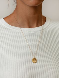 Wolf Circus Rose Coin Necklace - Gold on Garmentory Gold Circle Necklace, Seashell Necklace, Gold Pendant Necklace, Simple Necklace, Diy Necklace, Fashion Necklace, Gold Pendants, Necklace Ideas, Jewelry Necklaces