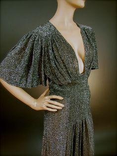 Amanda Lear in Ossie Clark dress The best t Ossie clark Dark Fashion, 70s Fashion, Modern Fashion, Vintage Fashion, Vintage Dresses, Vintage Outfits, Ossie Clark, Mommy Style, Vintage Beauty