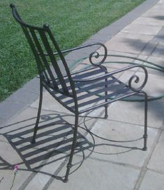 Wrought Iron chair – metal of life Iron Patio Furniture, Steel Furniture, Home Decor Furniture, Furniture Design, Wrought Iron Patio Chairs, Metal Chairs, Home Grill Design, Iron Art, Garden Chairs