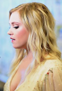 """Eliza Taylor Photos - Actress Eliza Taylor speaks at """"The Press Line during Comic-Con International 2016 at Hilton Bayfront on July 2016 in San Diego, California. - Comic-Con International 2016 - 'The Press Line Eliza Taylor Hot, Elisa Taylor, Eliza Jane Taylor Cotter, Alycia Debnam Carey, Clexa, Bellarke, Hot Brunette, Hollywood Celebrities, Beautiful Actresses"""