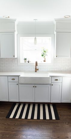 Bulkhead, crisp white, brass faucet