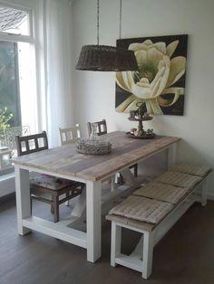 Tafel Freya wit onderstel met een blad van oud steigerhout behandeld met grey wash licht