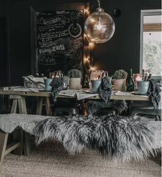 Her er norges 4 flotteste hytter! Gothic Living Rooms, Table Decor Living Room, Dining Room, Goth Home Decor, Gothic House, Home Decor Inspiration, Decor Ideas, Rustic Decor, Scandinavian