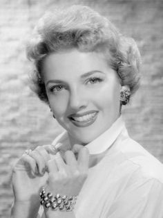 """Dorthea """"Doris"""" Singleton (September 1919 – June was an American actress, perhaps best remembered as Lucy Ricardo's nemesis or frenemy, the snobbish Carolyn Appleby, in I Love Lucy. Golden Age Of Hollywood, Vintage Hollywood, Hollywood Stars, Classic Hollywood, Lucille Ball, Classic Actresses, Actors & Actresses, Beautiful Actresses, Doris Singleton"""
