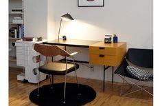 F031 Desk