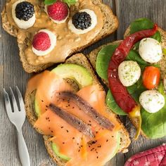 A diet featuring berries, vegetables, whole grains, and oily fish may reduce the expression of inflammation-associated genes in fat tissue.