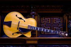 Archtop Theo Scharpach - Theo Scharpach Jazz Guitar, Cool Guitar, Acoustic Guitar, Archtop Guitar, Music Instruments, Diverticulitis Symptoms, Dreams, Musica, Guitars