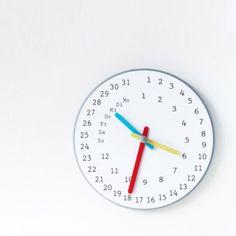 Wer hat an der Uhr gedreht, ist es wirklich schon so spät? Ja, und irgendwann haben auch wir begriffen, dass Shigeki Yamamotos Zeitmessung eine ganz andere ist.Hier geht es um größere Einheiten als Stunden oder gar Sekunden. Der ewige Kalender kümmert sich um Monate und Tage, also kein Grund zur Eile, mehr zur Weile.Ewiger Kalendar wird manuell verstellt.Hersteller: Shigeki YamamotoMaße:Ø 31cmMaterial: Holz