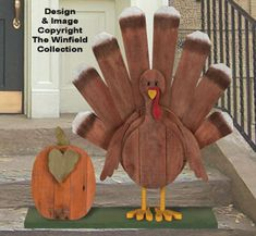 Halloween garage door silhouetteReclaimed wooden pallets turned into DIY Thanksgiving turkey decor!DIY rustic wooden turkey for fall or thanksgiving - farmhouse & countryDIY rustic wooden turkey for fall or thanksgiving - farmhouse & countryDIY rustic Thanksgiving Wood Crafts, Fall Wood Crafts, Halloween Wood Crafts, Pallet Crafts, Pallet Art, Fall Halloween, Holiday Crafts, Pallet Thanksgiving Ideas, Thanksgiving Decorations Outdoor