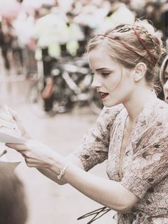 Everything about her here...dress/hair/makeup...well done, Emma. Gorgeous.