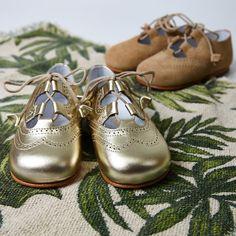 02795e812 Galeses con un toque clásico moderno para primeros pasos para niños y niñas  con estilo.