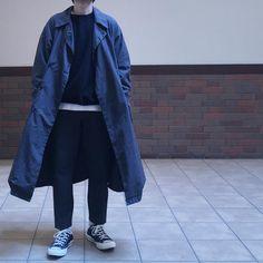 "Reposting @yu_20090330: ... ""こんにちは🙋🏻♂️ チャコールグレー ブラック ホワイト  珍しくモノトーン  ホルモンからの🍕パーティー  #ootd #teatora #auralee #filmelange #yaeca #rototo #converse #ct70 #市松 #足元くら部 #足元倶楽部 #今日の服 #今日のコーデ #ばさっと感をアピールしたがる"" Menswear fashion ootd outfit homme"