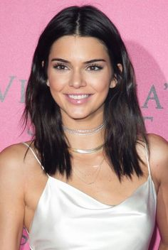 33 mid-length haircut ideas to try this winter and spring: Kendall Jenner hair cut ideas 40 Most Stylish Mid-Length Haircuts Medium Length Hair With Layers, Medium Hair Cuts, Short Hair Cuts, Medium Hair Styles, Short Hair Styles, Medium Cut, Hair Cuts Mid Length, Haircut Medium, Kendall Jenner Short Hair