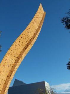 Localizada em Groningen, na Holanda, Excalibur é a mais alta parede de escalada do mundo.