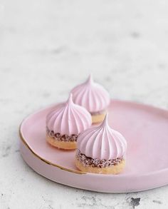 Cookies meringue baking new Ideas Meringue Desserts, Meringue Cookies, Cake Cookies, Meringue Kisses, Fancy Desserts, Delicious Desserts, Cookie Recipes, Dessert Recipes, Dessert Food