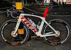 Trek Bikes, Road Bike Accessories, Trek Madone, Push Bikes, Bike Design, Sport Bikes, Outdoor Fun, Triathlon Bikes, Racing Bike