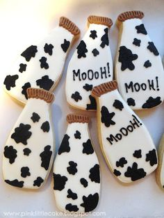 Pink Little Cake: Milk Bottle Cow Print Cookies Cow Birthday Cake, Cow Birthday Parties, Farm Animal Birthday, Farm Birthday, Birthday Ideas, Birthday Cookies, 16th Birthday, Cow Baby Showers, Sunflower Baby Showers