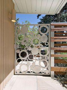 Metal garden gates – wrought iron garden gates or modern designs? Tor Design, Gate Design, House Design, Design Design, Wrought Iron Garden Gates, Metal Gates, Wooden Gates, Iron Gates, Mid Century Ranch