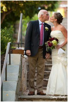 Oatlands plantation wedding, photo by Rodney Bailey, flowers by LynnVale Studios