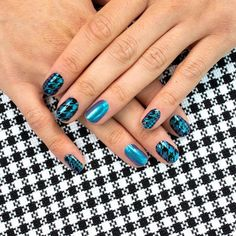Paint your fingertips with the coolest fall nail designs to instantly graduate your look from basic to brilliant. How sophisticated! Suit Yourself's houndstooth pattern is especially eye-catching in a shimmery teal to purple duochrome look. Get quick stylish nails in minutes with Color Streets fall nail inspiration that fit for any style or occasion. #fallnaildesign #colorstreetnails #prettynailartdesign Dry Nail Polish, Nail Polish Sets, Nail Polish Strips, Es Nails, Cute Wedding Ideas, Color Street Nails, Fall Nail Designs, Nail Bar, Stylish Nails