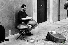 Musiker in Cordoba Drums, Music Instruments, Cordoba, Music Artists, Travel, Musical Instruments, Drum, Drum Kit
