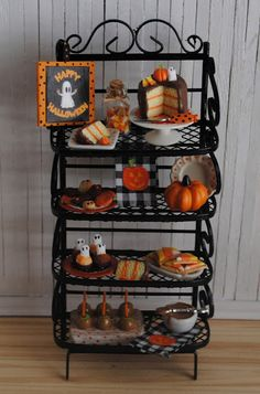 Its the Little Things: Miniature Halloween Baker's Rack Filled With Goodi. Halloween Kitchen, Halloween Doll, Halloween Goodies, Halloween Crafts, Halloween Party, Halloween Miniatures, Clay Miniatures, Dollhouse Miniatures, Halloween Diorama