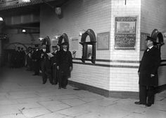 The ticket hall of Liverpool Street Station, 1912. | 38 Breathtaking Pictures From The Early Days Of The London Underground