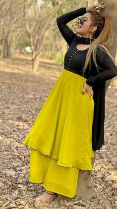 Pakistani Dresses Casual, Indian Fashion Dresses, Pakistani Dress Design, Indian Designer Outfits, Designer Party Wear Dresses, Kurti Designs Party Wear, Stylish Sarees, Stylish Dresses, Kids Dress Wear