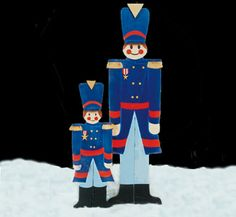 Toy Soldier Woodcrafting Pattern These Soldiers make great Holiday designs to display in your yard. #diy #woodcraftpatterns