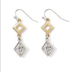 Whbm diamond shape linear earring brand new never worn everything goes