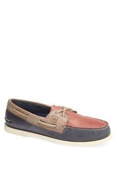 For the groomsmen: boat shoes!