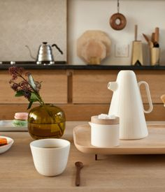 Sucabaruca is a coffee set designed by Luca Nichetto and produced in collaboration with Mjölk gallery in Toronto.
