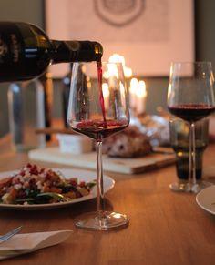 Helpoimmat munkit ikinä - ilman uppopaistoa – Safkaamo - Paremman syömisen puolesta Red Wine, Alcoholic Drinks, Glass, Food, Drinkware, Corning Glass, Essen, Liquor Drinks, Meals