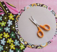 How to achieve the perfect folded edge on a circle, -this is a fantastic trick, getting a good circle for appliques has always eluded me. No more!