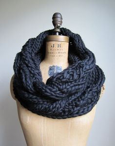 Oversized Cable knit cowl Black Infinity scarf por Happiknits