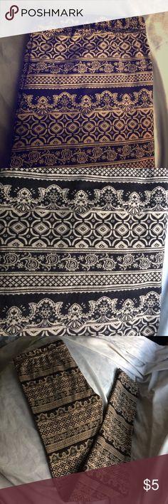 🛍 BOGO🛍 Printed Leggings Tan and black printed leggings from F21. In great condition. 96% cotton 4% elastic Forever 21 Pants Leggings