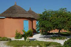 Typische in Dakar, Typical houses in Senegal © Easyvoyage Gazebo, Pergola, Das Hotel, Houses, Outdoor Structures, Patio, World, Outdoor Decor, Other
