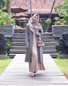 Niqab Fashion, Street Hijab Fashion, Ulzzang Fashion, Muslim Fashion, Fashion Outfits, Casual Hijab Outfit, Hijab Chic, Hijab Style Dress, Hijab Fashionista