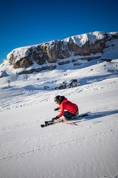 Grenzenlos Skifahren: 8 Skiberge in Kleinwalsertal und Oberstdorf, 130 km Pistenkilometer #kleinwalsertal #visitvorarlberg Snowboard, Ski Touring, Cross Country, Mount Everest, Skiing, Mountains, Starter Kit, Travel, Ski Trips