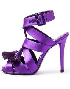 Milf robbi purple toes