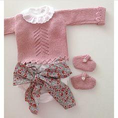 Com Maria Carapim In - Qoster Knitting For Kids, Crochet For Kids, Baby Knitting, Baby L, Bebe Baby, Fashion Kids, Blog Da Carlota, Diy Couture, Baby Princess