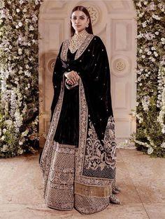 Ranveer Singhs sister in black Sabyasachi velvet lehenga at his wedding reception with Deepika Padukone Indian Fashion Dresses, Dress Indian Style, Indian Gowns, Indian Designer Outfits, Winter Wedding Outfits, Pakistani Wedding Outfits, Indian Bridal Outfits, Winter Weddings, Lehenga Wedding