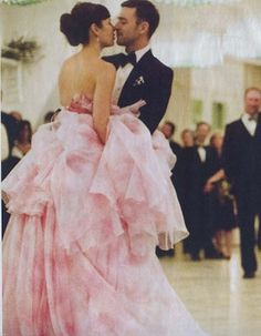 Jessica Biel & Justin Timberlake Wedding - their first dance. Don't you just loved that Jessica chose a pink wedding dress?!  (her gown is by Giambattista Valli)