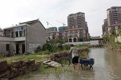 Les promoteurs creusent un fossé autour de sa maison pour se venger - 2Tout2Rien