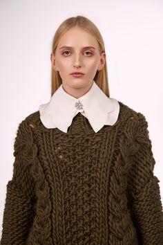 Shop&Watch online at: www.patipasek.com  #handmade #chunky knits #chunky wool #khaki jumper #oversize sweater #cozy yarn Photo: Koty2Photostorytellers Chunky Knits, Chunky Wool, Winter 2017, Fall Winter, Jumper, Men Sweater, Cozy, Pullover, Watch
