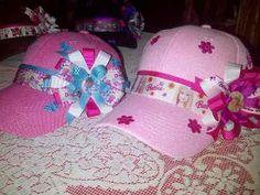 gorras de niña decoradas - Buscar con Google Activities For Girls, Flower Hats, Girls Bows, Hair Bows, Baseball Hats, Girly, Baby Shower, Diy Crafts, Ribbon
