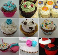 Achei uma receita de cupcakes ! acesse o link e saibda também como fazer. Essa é uma boa dica para as debutantes.. servir cupcakes em festa de 15 anos, super diferente (: http://www.segredosdavovo.com.br/2011/10/festa-15-anos-cupcakes/