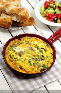 Frittata - Italian Omelette - Kitchen Secrets - Practical Food T . - How to make Frittata – Italian Omelette? There are also 12 comments to give you an idea. Tricks of the recipe, thousands of recipes and more … Frittata, Food T, Food And Drink, Breakfast Items, Breakfast Recipes, Wie Macht Man, Homemade Muesli, Vegetarian Recipes, Vegetarian Food