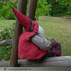 Tomten Jorvi tar en paus. Gnome Jorvi takes a break. Swedish handicraft.