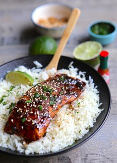 Lacquered salmon with Asian flavors- Saumon laqué aux saveurs asiatiques Lacquered salmon with Asian flavors - Fish Recipes, Asian Recipes, Healthy Recipes, Dinner Smoothie, Salty Foods, Exotic Food, Baguette, Food Inspiration, Sushi